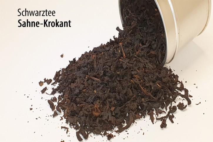 Sahne-Krokant-Schwarztee